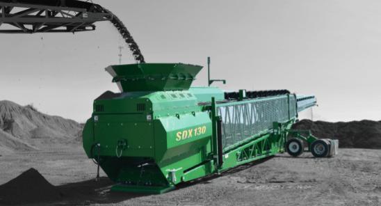 SDX130 MotorDIESEL or ELECTRIC Longitud trabajo 39,62 m Altura trabajo 14,31 m Longitud transporte 21,99 m Ancho de transporte 3,32 m Altura transporte 4,12 m Producción 800 Tn/h Inglés