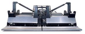 R300TV Peso2400 kg Ancho trabajo 2,1/14 mSitema calentamiento GasFrecuencia Tamper 26HzFrecuencia Vibración 60 Hz Español