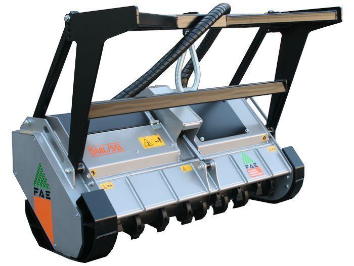DML/SSL 125 Ancho de Trabajo 1240 mm Potencia Minicargadora 40-90 CV Diámetro MAX Trituración 20 mm Rotor Cuchillas Fijas Peso 685 Kg Español Inglés