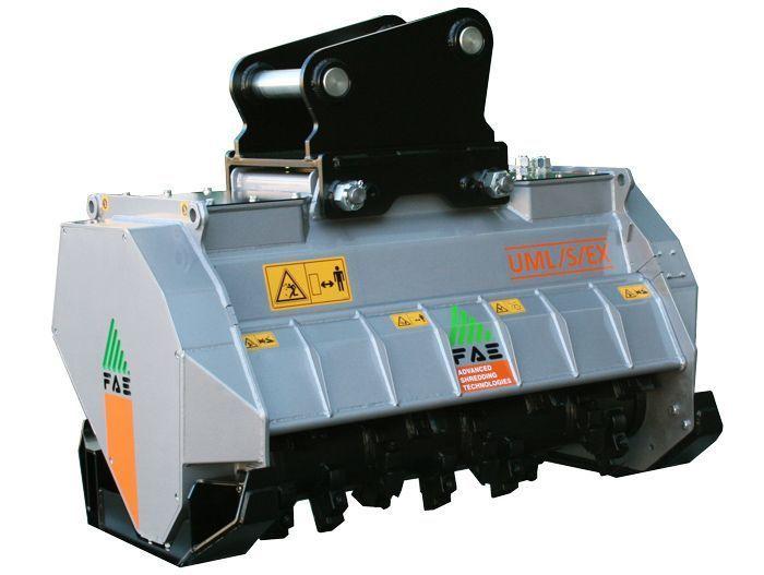 UML/EX 100 Peso Excavadora 14-20 tn Ancho de Trabajo 1100 mm Potencia Excavadora 90-120 CV Diámetro Max. Trituración 20 cm Rotor Dientes Fijos Español Inglés