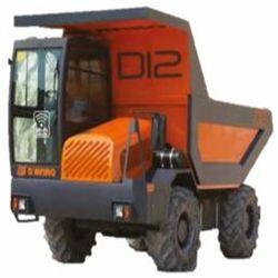D12 Motor PERKINGS IIIB/DEUTZ IV Potencia 113/122 CV Capacidad caja ras 6.700 l Cap caja colmada 8.300 l Dimensiones 2,36x5,4x2,82 m Peso 6.200 Kg Inglés
