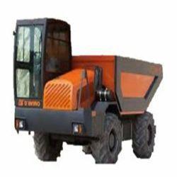 D6 Motor PERKINGS IIIB/DEUTZ IV Potencia 101/101 CV Capacidad caja ras 4.600 l Cap caja colmada 6.100 l Dimensiones 2x4,6x2,78 m Peso 5.100 Kg Inglés