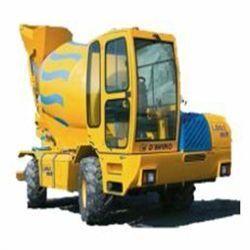LB-60 Potencia 113 CV Capacidad tambor 5,5 m3 Producción 22m3/h Rotación tambor 180º Velocidad MAX 20 km/h Pendiente superable 40% Peso 7.500 Kg Inglés