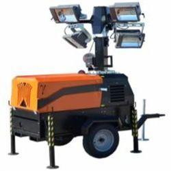 LT5500 HA Motor YANMAR Potencia 4 CV Funcionamiento 9 h Altura MAX. 5,5 m Área de iluminación 600 m2 Luces 4X1.500W halógenas Vida útil 200 h Inglés
